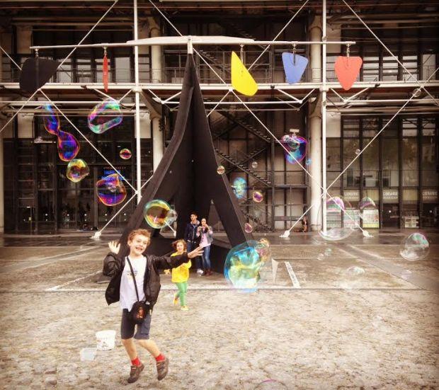 pompidou paris ana sasso bolhas de sabão bubbles